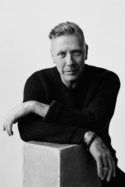 Photo de Mikael Persbrandt avec un hauteur de 189 cm et à l'age de 55 en 2019
