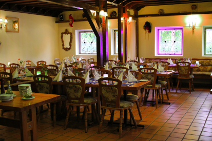 With a rustic Italian interior and traditional Italian recipes, Restaurant Rugantino offers a genuine Italian experience.