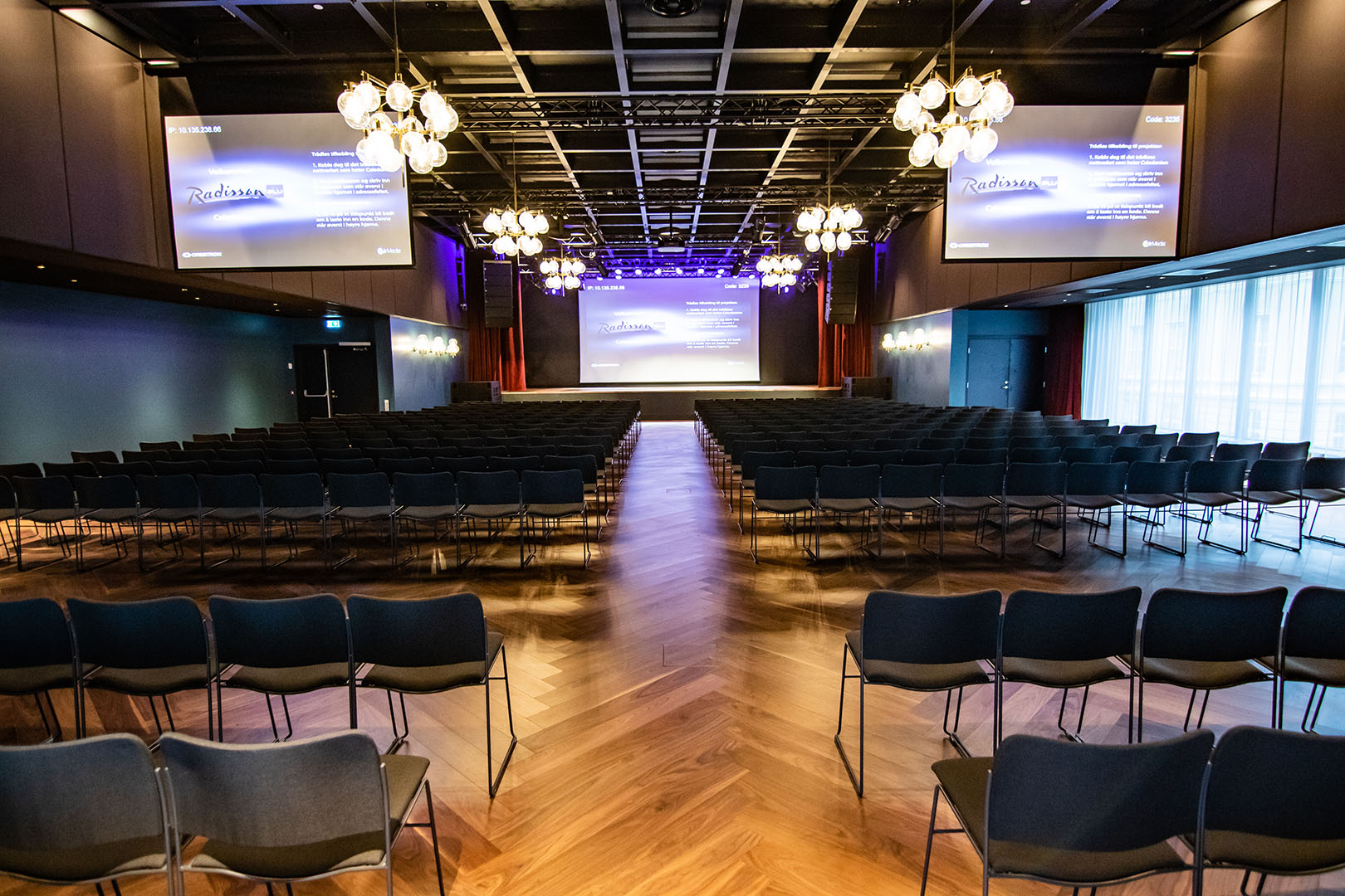 Radisson Blue Caledonien Hotel With 12 meeting rooms of different sizes, and with capacity for a total of 650 guests, events, seminars or meetings can be held at the Radisson Blu Caledonien Hotel in Kristiansand.