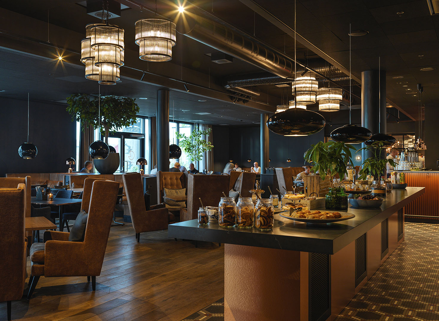 Radisson Blue Caledonien Hotel Tasty experiences await you in warm surroundings at Grenseløs Restaurant & Bar.