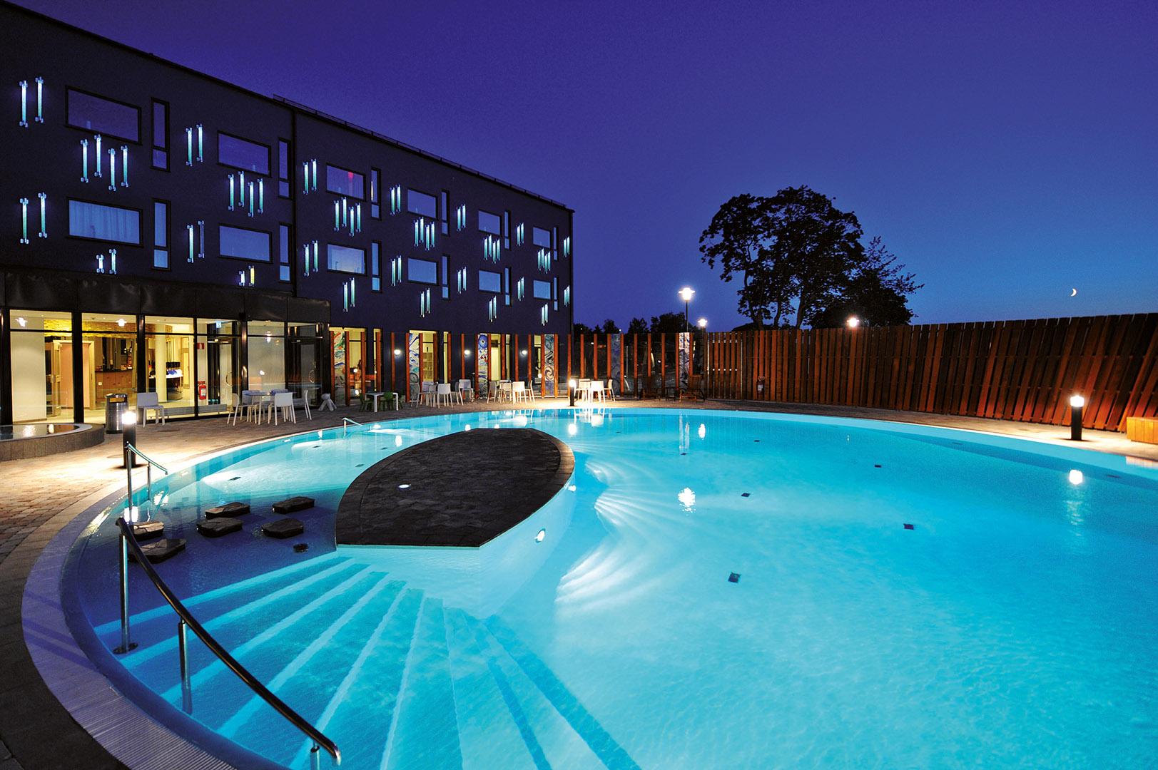 The outdoor pool at Kosta Boda Art Hotel