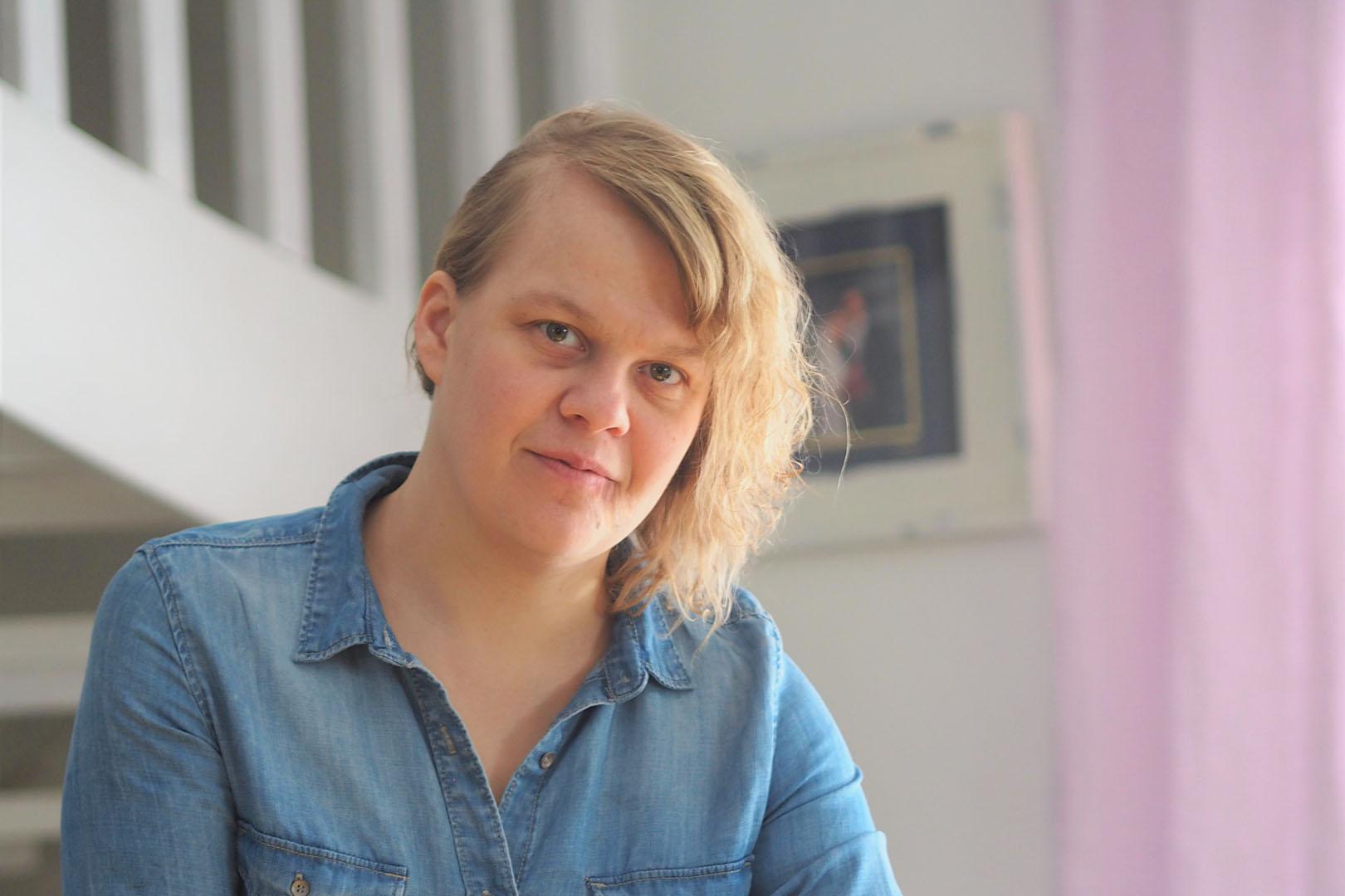 Keltainen Keinutuoli, Virpi Mäkinen, Something coarse, something delicate, Scan Magazine