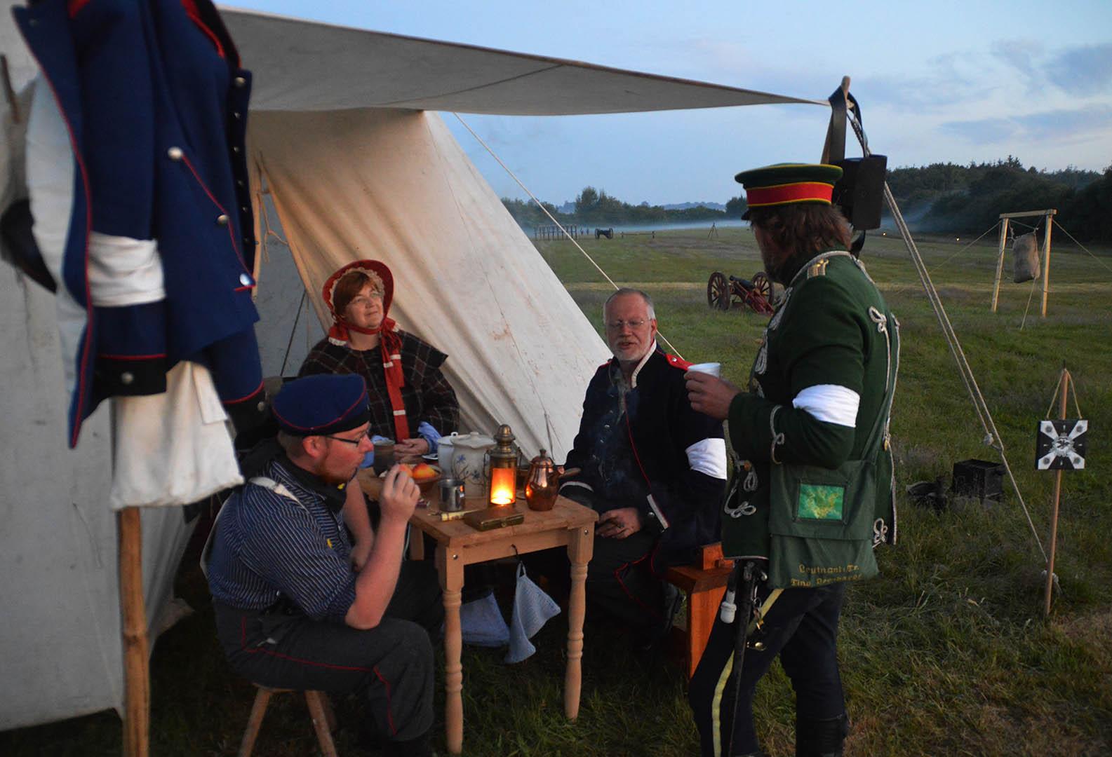 Meet Dybbøl Banke's friendly foes, dressed up in historic Danish and German soldiers' uniforms, historical re-enactors showcase their skills