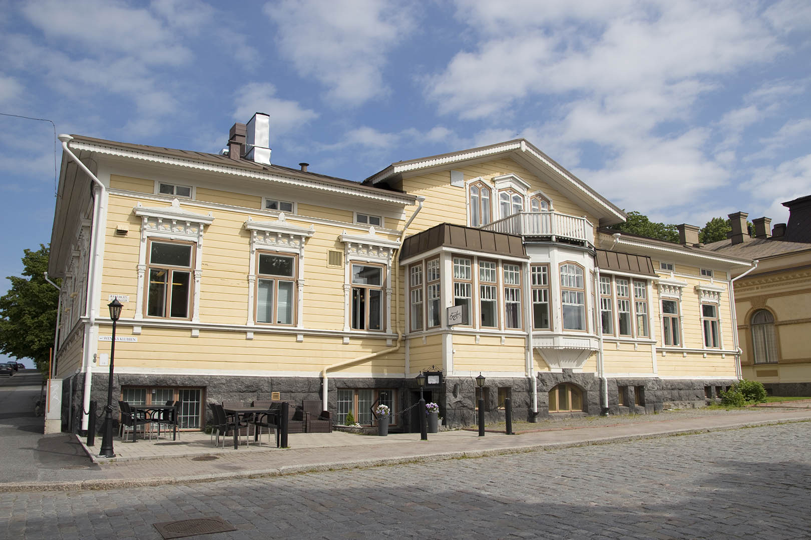 Restaurant Bacchus and Svenska Klubben are situated in a beautiful, historic building and offer antastic food in fine, historic settings