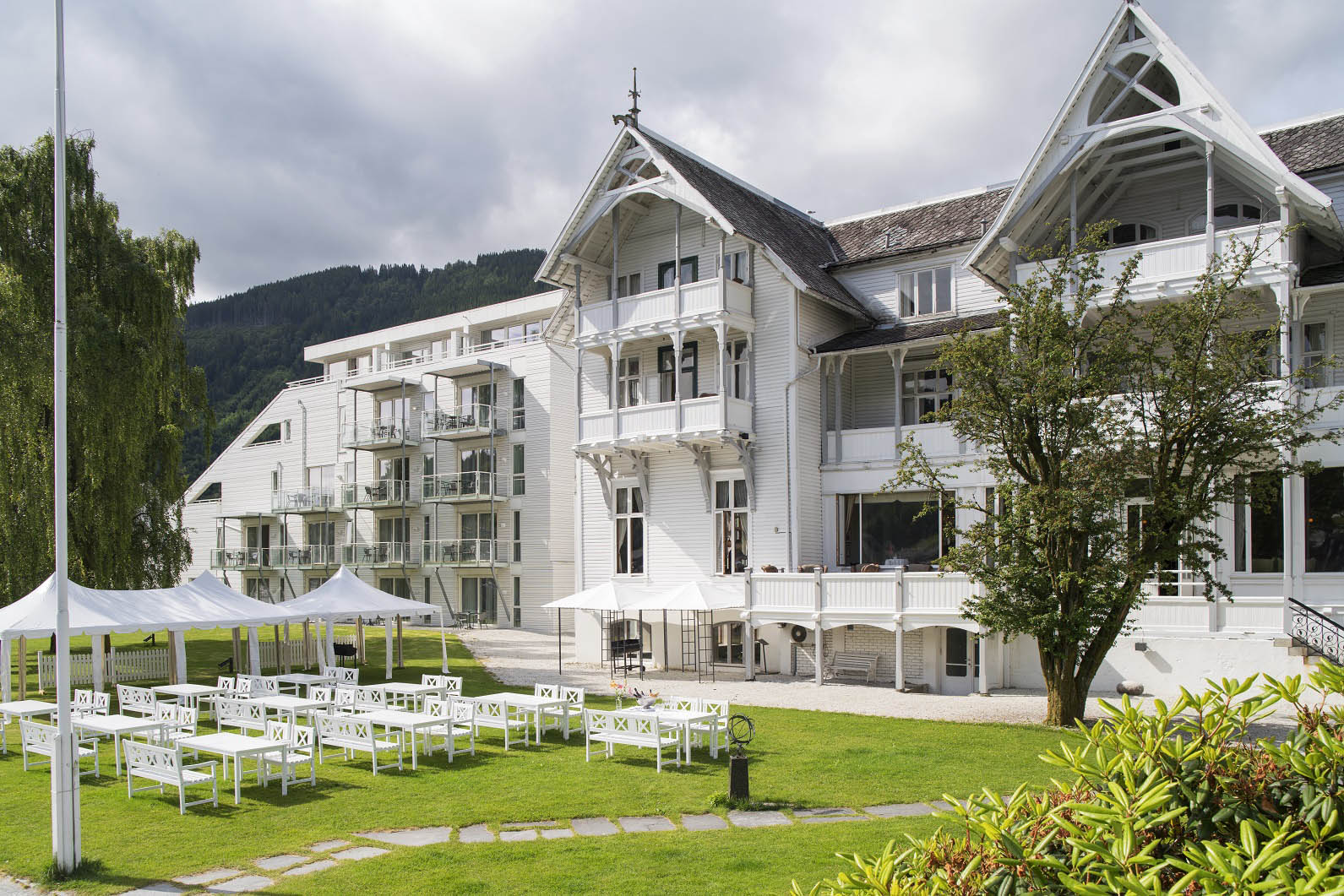 Thon Hotel Sandven: Welcome to a charming hotel overlooking the idyllic Hardangerfjord